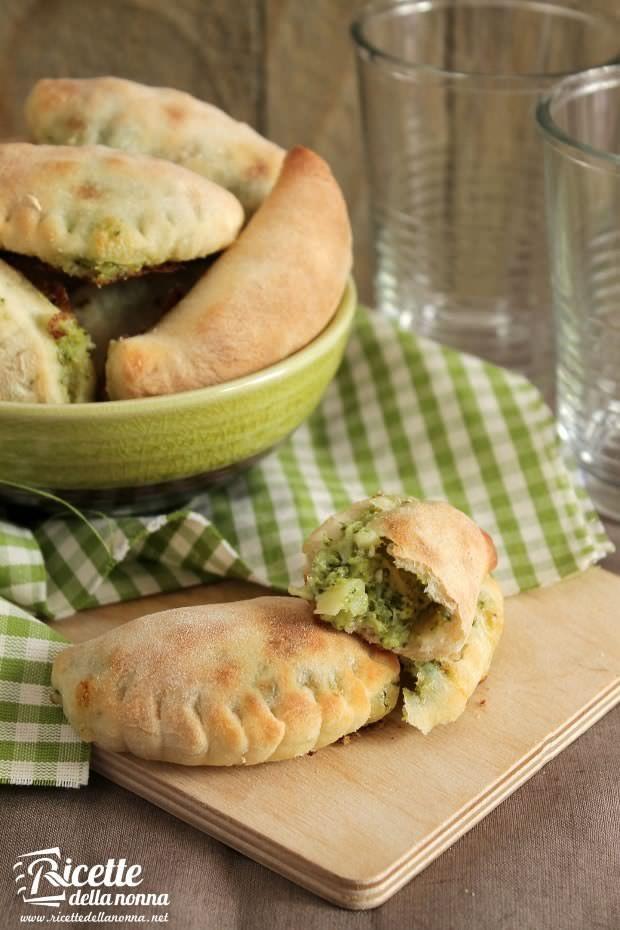 Foto calzone brie e broccoli