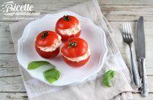 Barchette di pomodoro ripiene di polpa di granchio