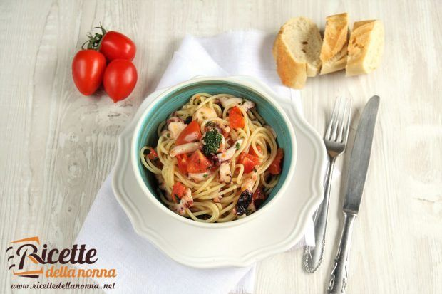 Spaghetti con polpo al cartoccio ricetta e foto