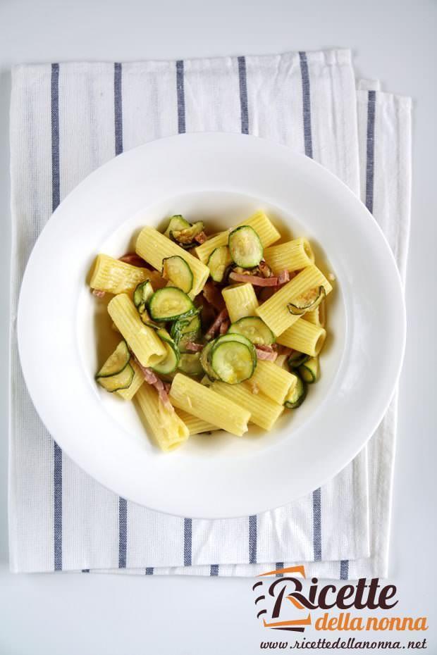 La pasta zucchine e zafferano