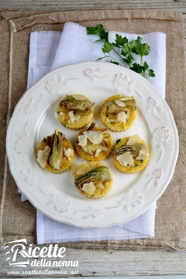 Medaglioni di polenta e carciofi ricetta e foto