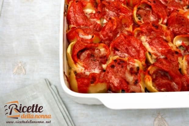 Conchiglioni ripieni di melanzane e mozzarella ricetta e foto