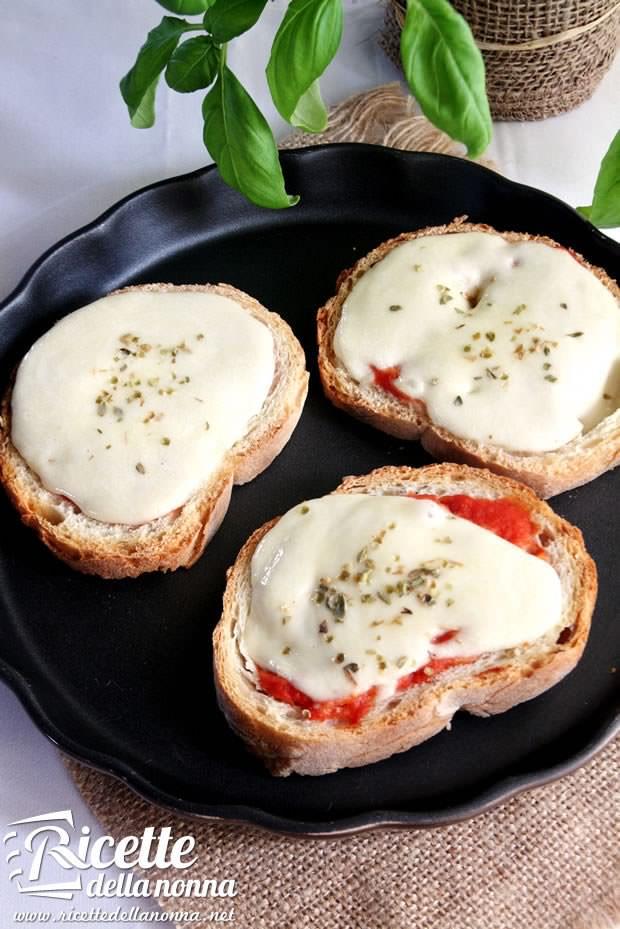 Bruschette alla pizzaiola ricetta e foto