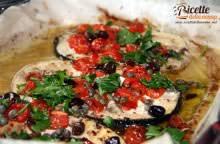 Pesce spada con pomodori pachino, capperi e olive