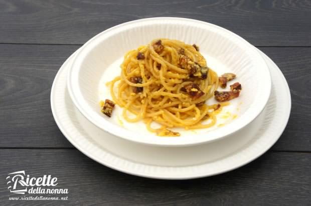 spaghetti carbonara rigatoni
