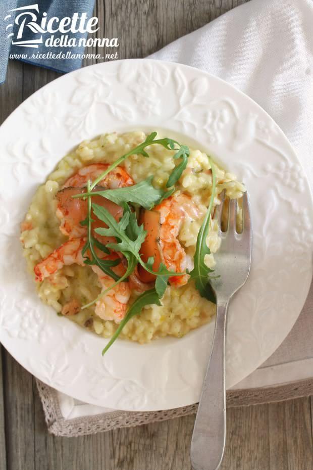 Foto Riso con salmone gamberi e rucola