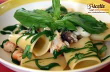 Paccheri al ragu' di mare con salsa di basilico, prezzemolo e spinaci