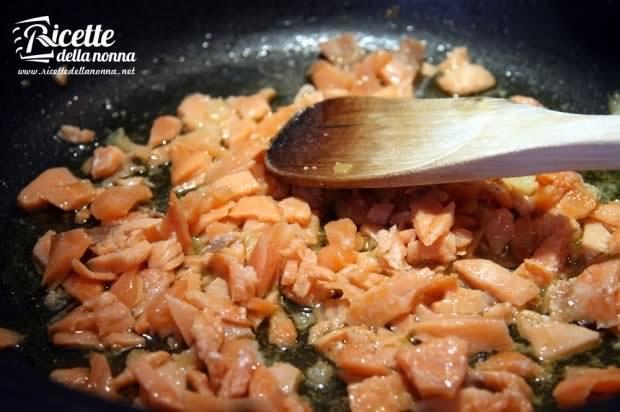 Preparazione Penne al salmone