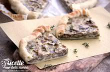Torta rustica ai funghi con robiola