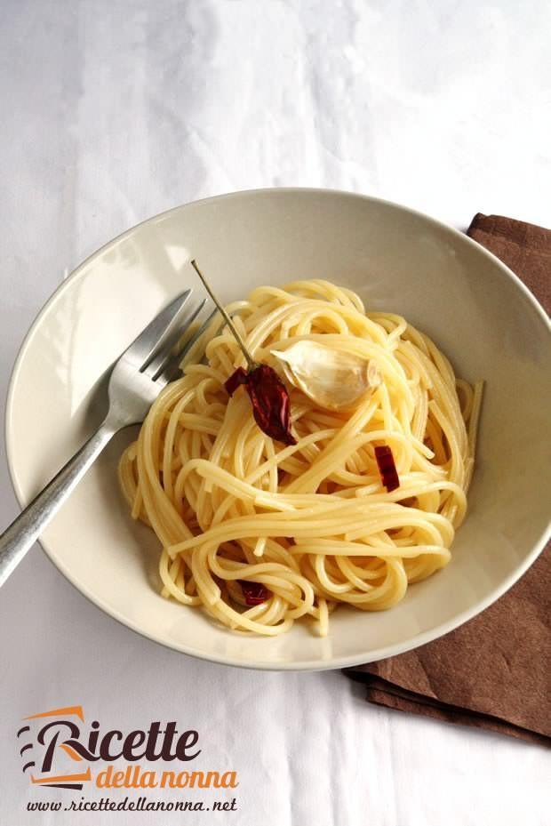 Spaghetti aglio olio e peperoncino ricette della nonna for Quando piantare l aglio