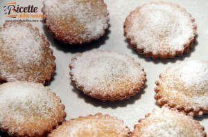 Ravioli fritti dolci ripieni alla marmellata e alla Nutella