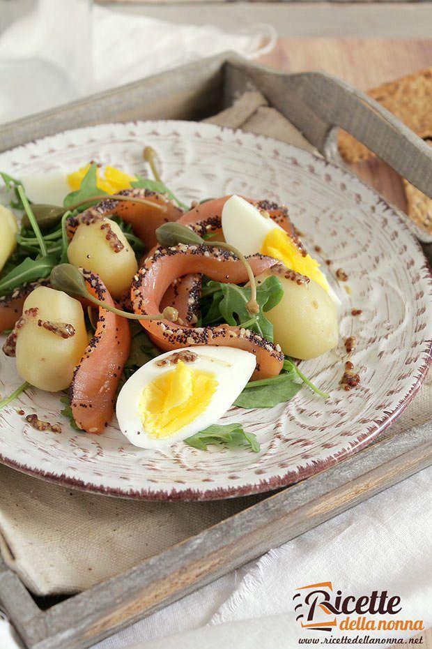 Foto insalata al salmone