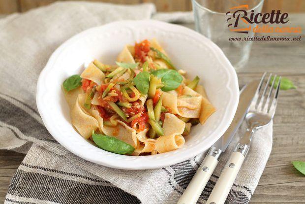 Lasagnette cipolletta fresca, pomodori e zucchine ricetta e foto