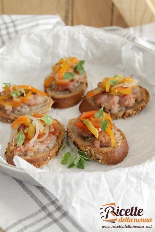 Foto bruschetta salsiccia e gorgonzola