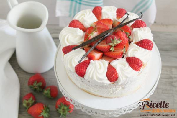 Torta fragoline di bosco e crema chantilly