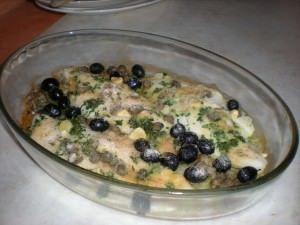 Filetti di pangasio al forno con olive e capperi