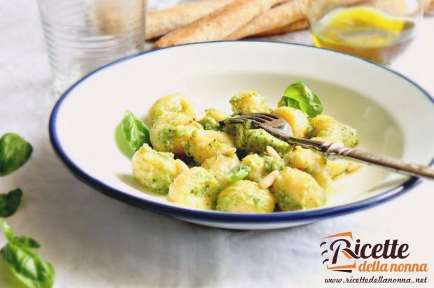 Gnocchi al pesto di zucchine