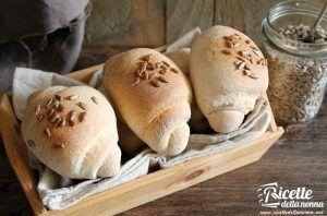 Panini con olive e semi di girasole