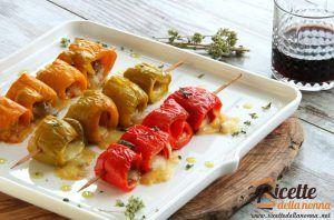 Involtini di peperoni rossi con mozzarella e acciughe