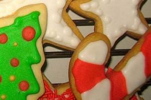 Biscottini speziati da appendere all'albero di Natale