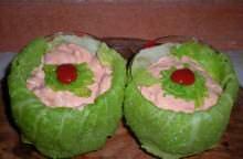 Coppette di verza con gamberi in salsa rosa piccante