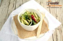 Cavatoni con broccoletti, cipolla e peperoncino