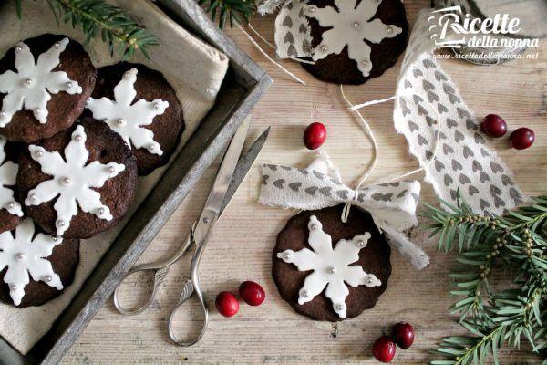 Biscotti con pasta di zucchero natalizi