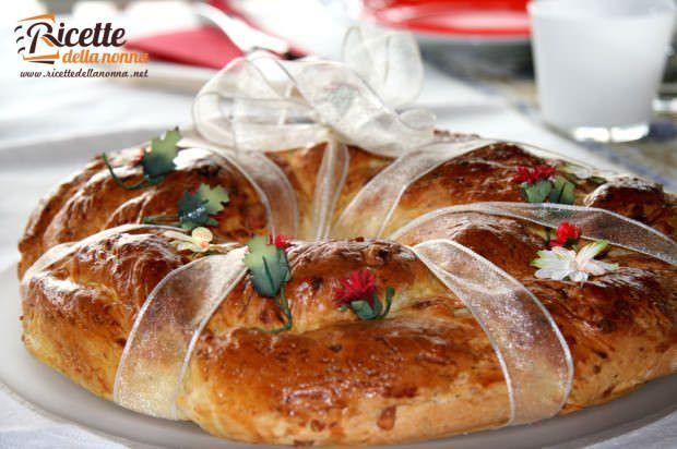 Ciambella di Natale al formaggio ricetta e foto