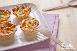 Mini quiches al salmone affumicato e porri