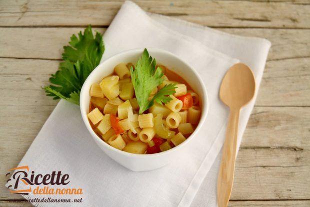 Minestra pasta, patate e sedano ricetta e foto
