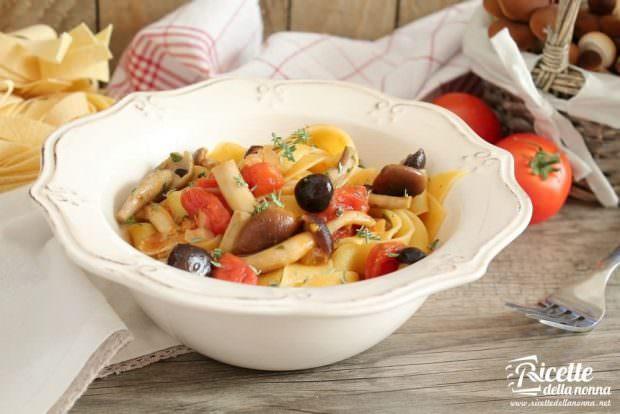 Ricetta Pappardelle con piopparelli, pancetta e pomodorini