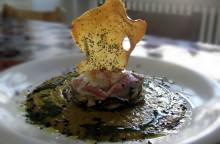 Millefoglie di orto e di mare con gazpacho di verdure