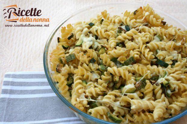 ricetta pasta zucchine scamorza