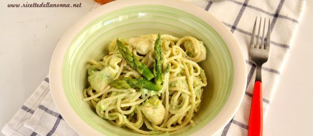 Pasta con crema di asparagi, piselli e ricotta foto e ricetta