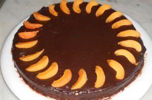 Torta di albicocche ricoperta di cioccolato