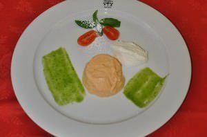 Bavarese di pomodoro, ricotta morbida e basilico