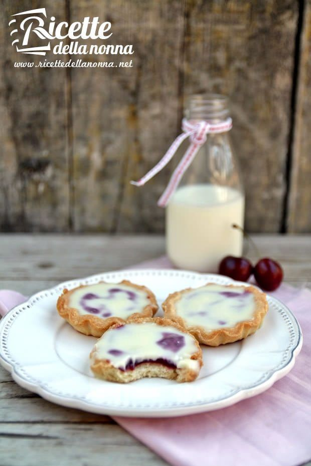 Foto tortine ciliegie e cioccolato bianco
