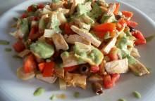 Insalata di pollo con salsa di basilico