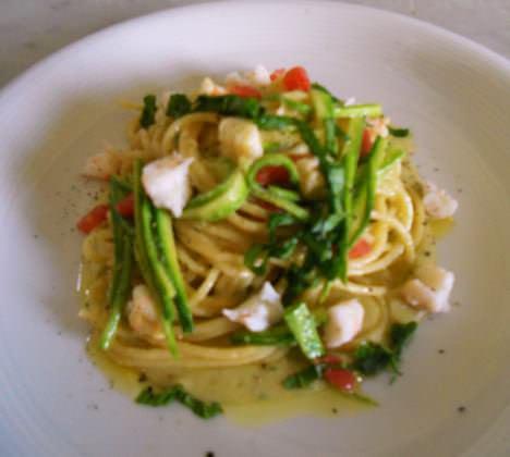 Spaghettini agli scampi e verdure estive