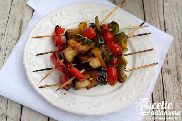 Spiedini di verdure marinati alla griglia
