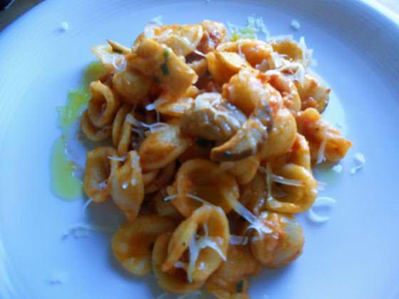 Orecchiette con salsiccia e funghi ricetta e foto