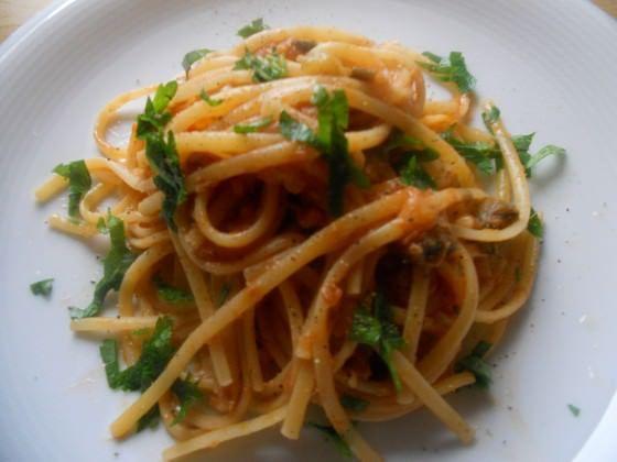 Linguine al sugo di tonno, melanzane e limone ricetta e foto