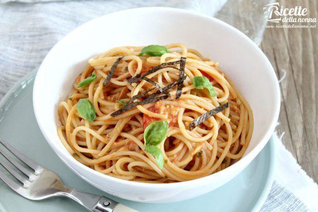 Spaghetti al tonno fujuto ricetta e foto