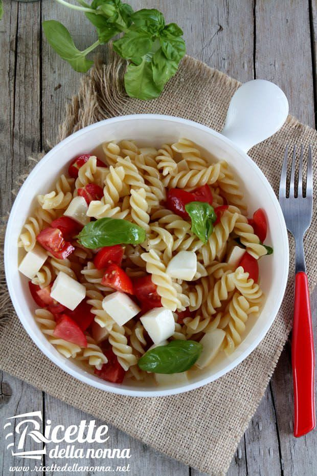Foto insalata di pasta alla caprese