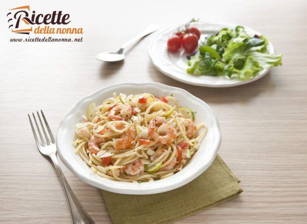 Spaghettoni gamberi, lime e granella di mandorle
