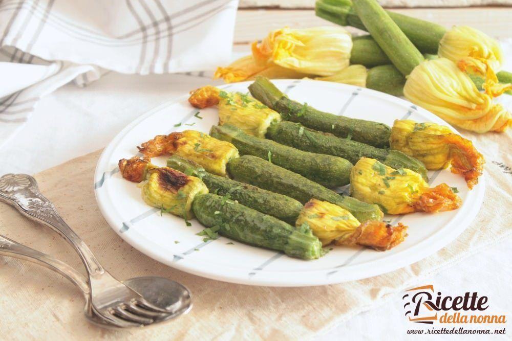 Fiori Zucchine Ricette.Zucchine Mignon Con Il Fiore Al Tegame Ricette Della Nonna