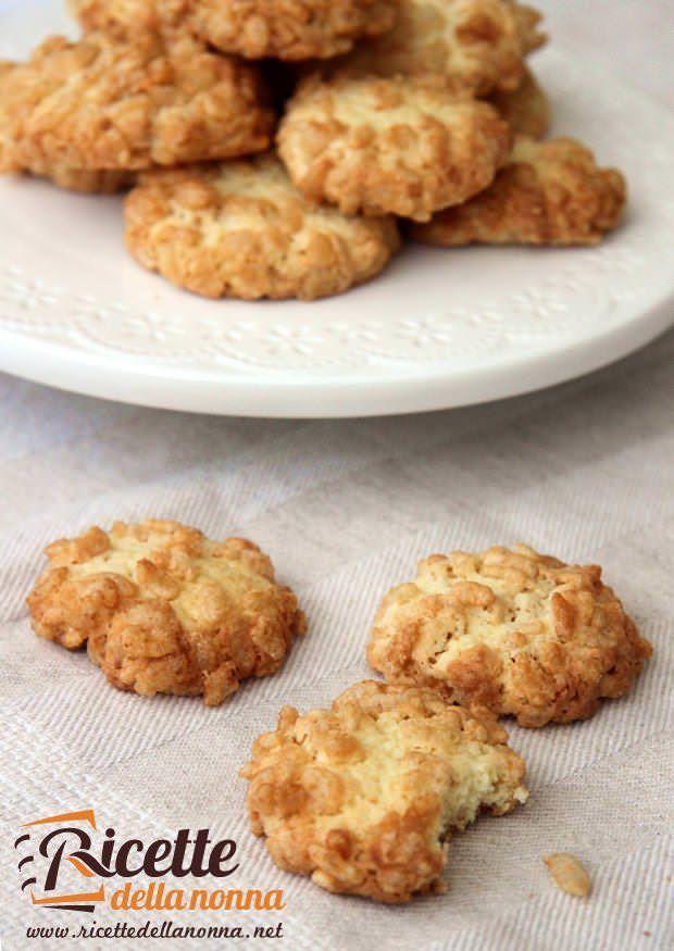 Biscotti riso soffiato e cocco ricetta e foto