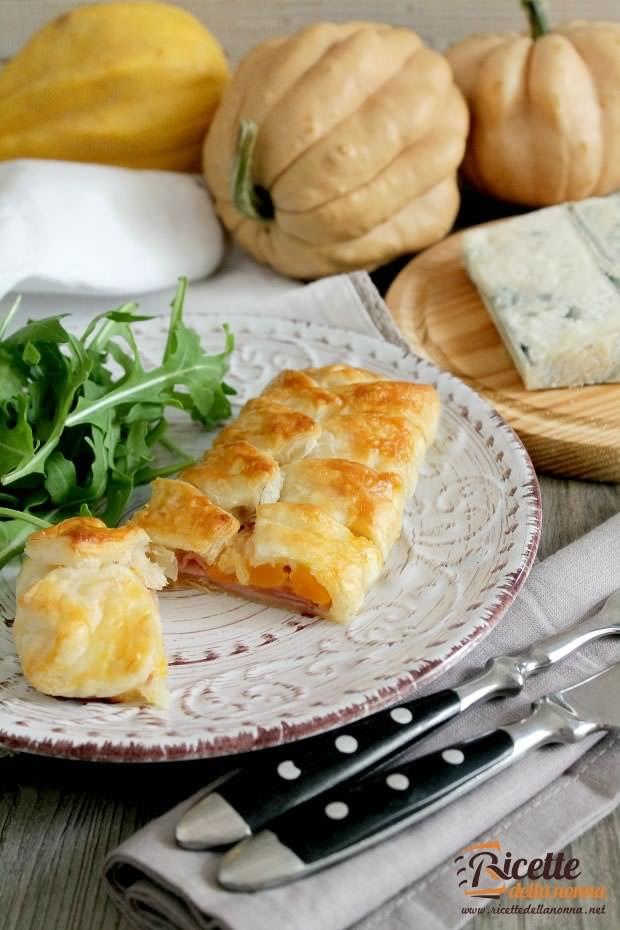Foto scrigni di gorgonzola, zucca e cotto