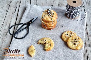 Crocchette di patate con sesamo e semi di papavero