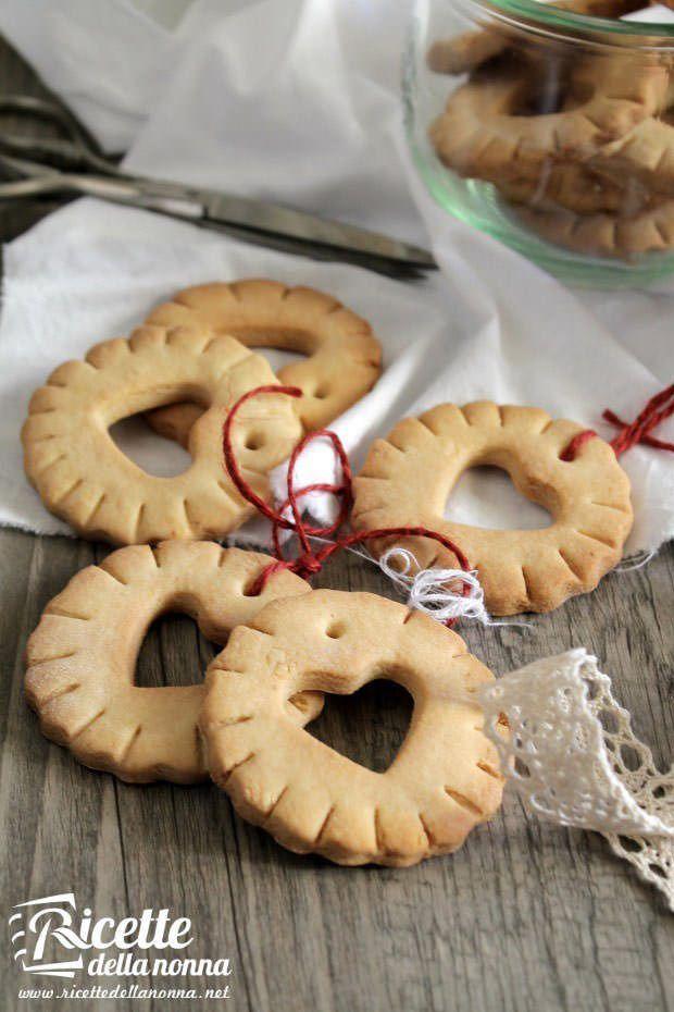 Foto biscotti di Natale da appendere all'albero
